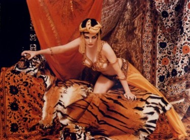 Marilyn Monroe as Theda Bara as Cleopatra. Richard Avedon for Life Magazine, 1958