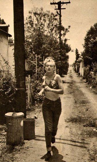 Marilyn Monroe, jogging, 1951