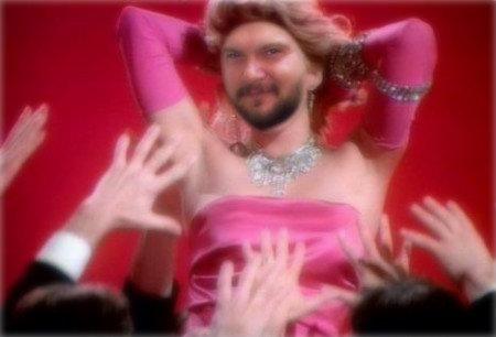 Danilo Panillo PirelliRosa Fumetto, rosa confetto, bella in rosa, balla in rosa, rosa diventa il rosso inacidito dal sole, rosa è far finta di essere donna, rosa è essere uomo, rosa è il colore del latte con una goccia di sangue, la mia vita in rosa, non solo la mia, rosa è ciascuno di noi.