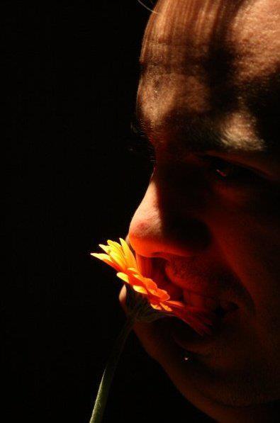 """Nicola Ruben Montini """"Ho le braccia spalancate come Gesù Cristo""""  (frase tratta da una sua performance) sito: http://nicolarubenmontini.com/nicolarubenmontini.com/nrm.html"""
