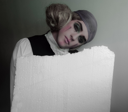 Pierrot de polystyrène Model: Patty Owens